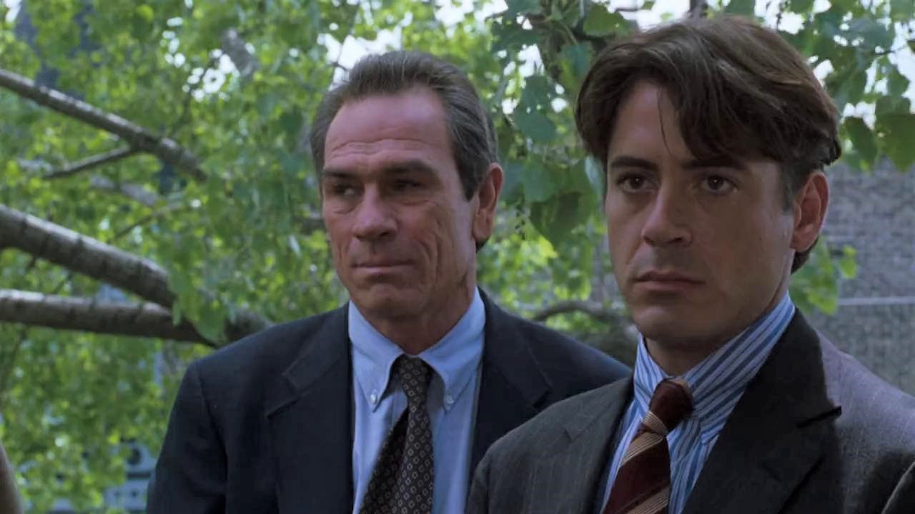 Tommy Lee Jones and Robert Downey Jr in US Marshals, a movie needs a sequel